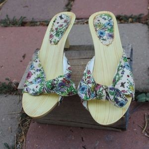 Shoes - Wooden Multi Colored Floral Bow Tie Kitten Heels